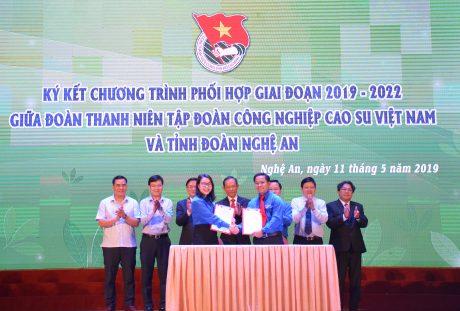 Dịp này, Đoàn Thanh niên VRG và Tỉnh đoàn Nghệ An đã ký kết Quy chế phối hợp nhằm thiết lập mối quan hệ giao lưu, hỗ trợ giữa đoàn viên thanh niên hai bên trong thời gian tới.