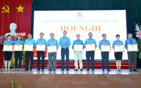 Các cá nhân nhận bằng khen của LĐLĐ tỉnh Đồng Nai