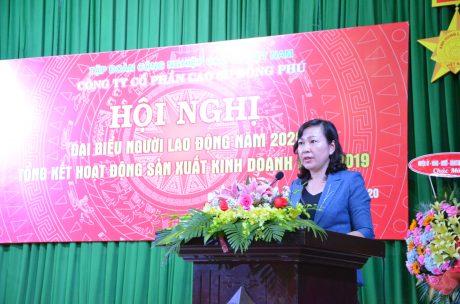 Bà Huỳnh Thị Hằng – Phó Chủ tịch UBND Bình Phước phát biểu tại hội nghị