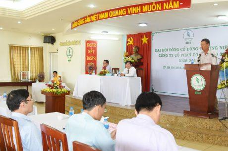Cổ đông tham gia góp ý kiến cho đại hội
