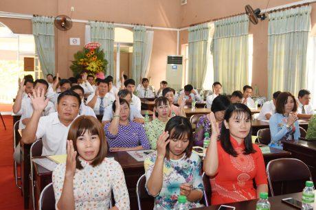 Cac đại biểu tham dự hội nghị biểu quyết thống nhất danh danh đại biểu tham dự hội nghị cấp têna