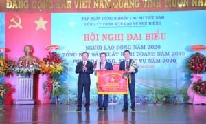 Cao su Phú Riềng nhận Cờ thi đua xuất sắc của Bộ NN & PTNN