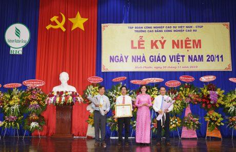 Các tác giả nhận bằng khen của UBND tỉnh Bình Phước