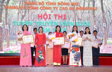 Các thí sinh nhận giải ba