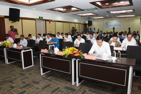 Các đại biểu tham dự buổi làm việc với đoàn công tác của Phó Chủ tịch nước