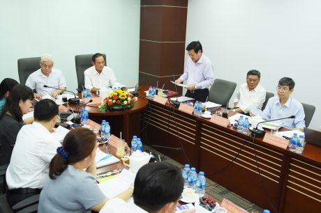 Ông Huỳnh Văn Bảo - TGĐ VRG (đứng) báo cáo về kết quà thực hiện phối hợp hợp tác của VRG với tỉnh Bình Phước tại buổi làm việc