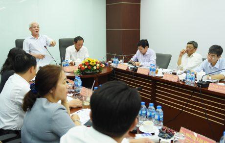 Bí thư Tỉnh ủy Nguyễn Văn Lợi phát biểu tại cuộc họp