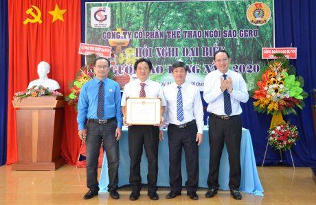 Công ty được nhận bằng khen của VRG