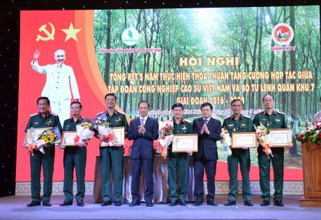 đồng chí thuộc QK7 vì đã có nhiều công lao đóng góp vào sự nghiệp xây dựng và phát triển ngành Cao su Việt Nam