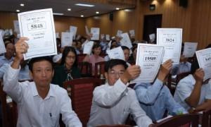 Cổ đông biểu quyết tại Đại hội đồng cổ đông năm 2019 VRG. Ảnh: Vũ Phong