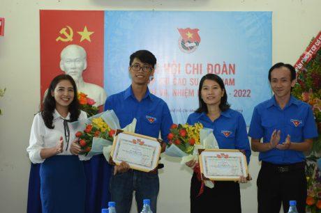 Các đ/c đoàn viên được nhận giấy khen của Chi đoàn tạp chí