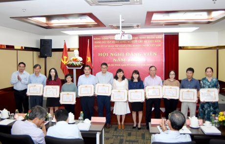Các cá nhân, tập thể nhận giấy khen hoàn thành xuất sắc nhiệm vụ năm 2019 tại hội nghị