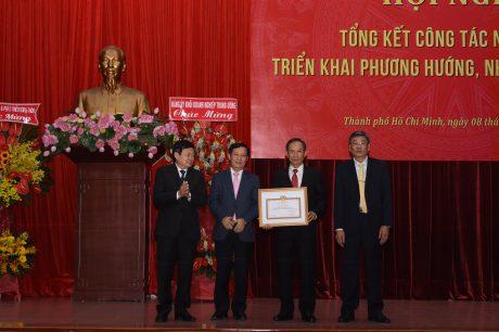Đảng bộ VRG nhận Bằng khen có thành tích đặc biệt xuất sắc năm 2019 của Đảng ủy Khối DNTW