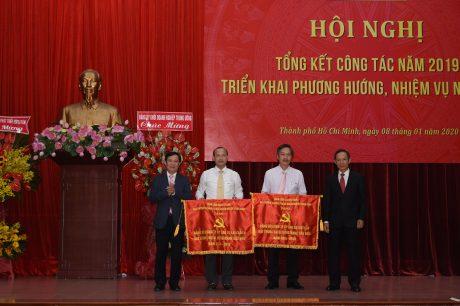 2 tổ chức Đảng nhận cờ trong sạch vững mạnh 5 năm liền (2015 – 2019) của Đảng ủy Khối DNTW