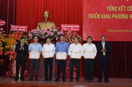 5 cá nhân xuất sắc nhận giấy khen của Đảng ủy VRG vì đã có thành tích hoàn thành xuất sắc nhiệm vụ 5 năm liền