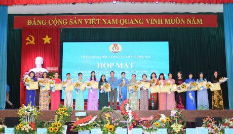Dịp này, Công đoàn TCT đã trao thưởng cho các tập thể, cá nhân có thành tích xuất sắc trong việc thực hiện Nghị quyết 6b và Chỉ thị 03 của Tổng Liên đoàn Lao động Việt Nam