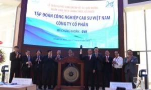Ông Trần Ngọc Thuận - Chủ tịch HĐQT VRG thực hiện nghi thức đánh cồng, khởi động phiên giao dịch đầu tiên của cổ phiếu GVR