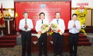 Lãnh đạo VRG trao hoa chúc mừng các đồng chí đắc cử vào Bí thư, Phó Bí thư Chi bộ Xây dựng cơ bản - KCN nhiệm kỳ 2020 - 2022