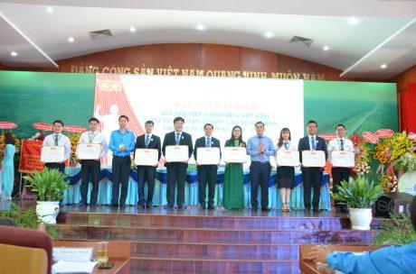 2 tập thể, 8 cá nhân nhận bằng khen của Trung ương Hội LHTN Việt Nam