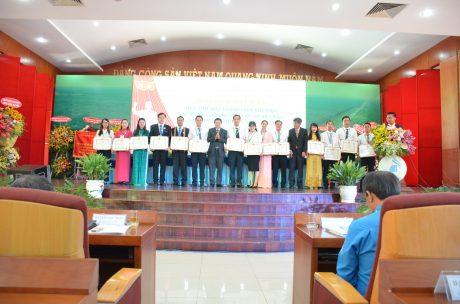 3 tập thể, 12 cá nhân nhận giấy khen của VRG