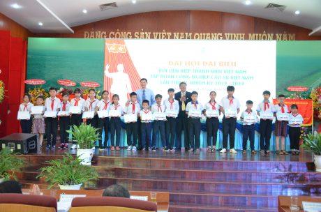 Đại hội đã trao 20 xuất học bổng trị giá 20 triệu đồng cho 20 em học sinh có hoàn cảnh khó khăn