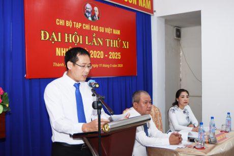 Đ/c Trần Văn Hậu - Bí thư Chi bộ, Quyền Tổng Biên tập Tạp chí báo cáo tại đại hội