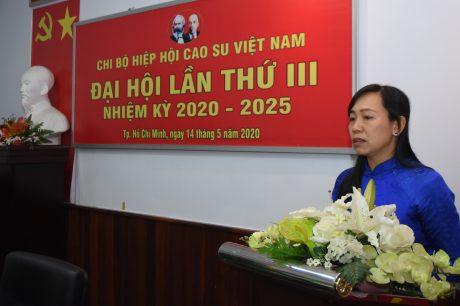 đ/c Trương Thị Huế Minh - UV BTV Đảng ủy, Phó Chủ tịch Công đoàn Cao su VN phát biểu chỉ đạo đại hội