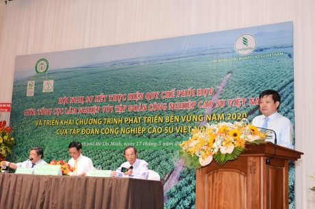 Ông Huỳnh Văn Bảo – TGĐ VRG báo cáo kết quả thực hiện Chương trình Phát triển bền vững năm 2019 và kế hoạch năm 2020 của VRG