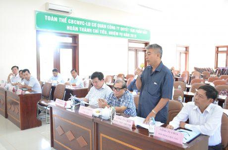 Ông Nguyễn Quang Vịnh - TGĐ Cao su Đồng Phú Kratie báo cáo tại hội nghị