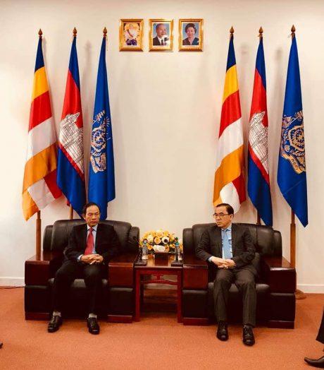 Chủ tịch HĐQT VRG Trần Ngọc Thuận tiếp chuyện với Bộ trưởng NLNN Campuchia