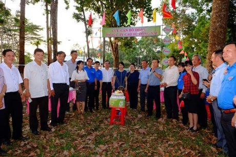 Cán bộ Đoàn TCT qua các thời kỳ về dự sinh nhật lần thứ 88 của ĐTN CS Hồ Chí Minh