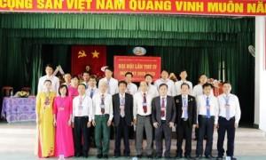 BCH và Đoàn ĐB dự ĐH Đảng bộ huyện chụp hình lưu niệm với lãnh đạo huyện và Tập đoàn