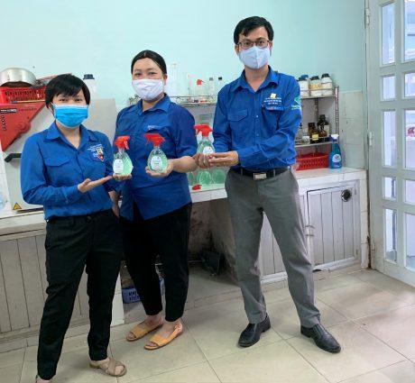 Sản phẩm nước rửa tay khô do ĐVTN Khối CQ Công ty sản xuất