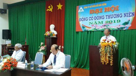 ông Đỗ Hoàng Sơn - Phó tổng giám đốc công ty TNHH MTV Cao su Dầu Tiếng - Chủ tịch hội đồng quản trị Công ty cổ phần Gỗ Dầu Tiếng trả lời ý kiến của cổ đông