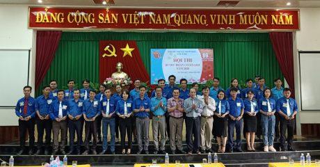 27 thí sinh tham gia nhận quà lưu niệm từ Ban tổ chức, Ban giám khảo Hội thi