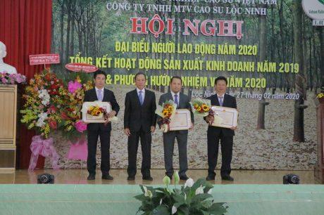 3 tập thể của Cao su Lộc Ninh nhận bằng khen của Bộ NN&PTNT năm 2019