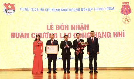 Đoàn Khối DNTW vinh dự đón nhận Huân chương Lao đông hạng Nhì