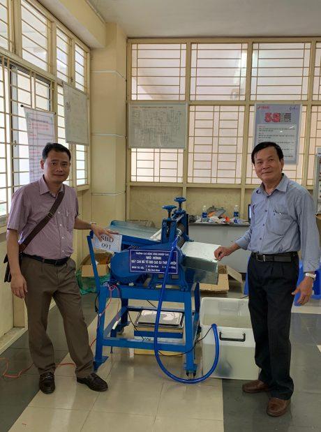 Mô hình dự thi máy cán mủ cao su tự động.