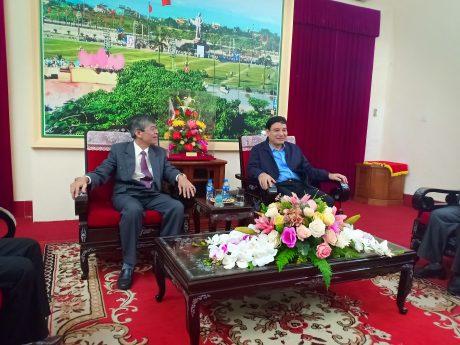 Ông Trần Đức Thuận - Thành viên HĐQT VRG thăm, chúc Tết Tỉnh ủy Nghệ An.