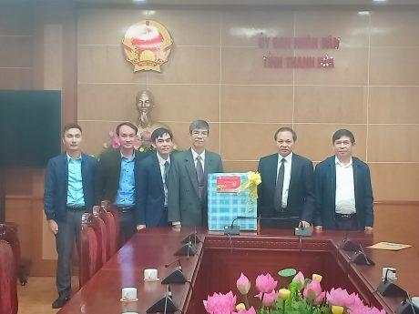 Ông Trần Đức Thuận - Thành viên HĐQT (thứ tư từ trái sang) thăm, chúc Tết UBND tỉnh Thanh Hóa.