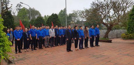 Đoàn công tác đã tổ chức dâng hương tại đền thờ Bác Hồ tại huyện Yên Khánh