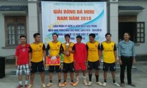 BTC trao cup vô địch cho Đội bóng đá nam Nhà máy chế biến