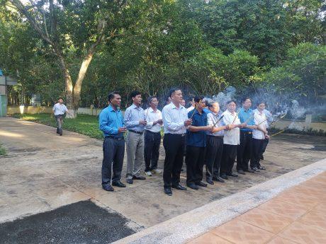 Các đồng chí lãnh đạo đã dâng hương tại Khu Di tích lịch sử Văn hóa Phú Riềng Đỏ