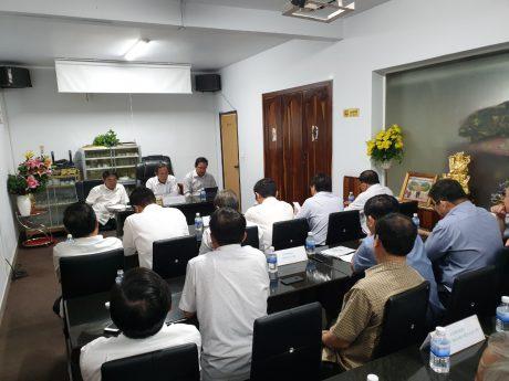 Lãnh đạo VRG làm việc với các đơn vị thành viên tại Campuchia