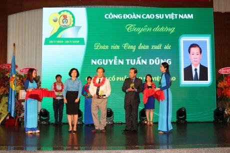 90 đoàn viên có đóng góp cho hoạt động công đoàn được vinh danh tại Lễ kỷ niệm