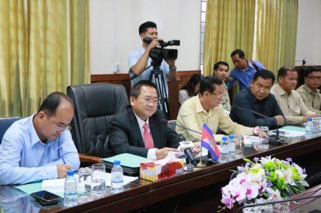 Ông Sok Lou - Tỉnh trưởng Kampong Thom, Vương quốc Campuchia đánh giá cao hoạt động của 8 công ty cao su trực thuộc VRG trên địa bàn tỉnh.