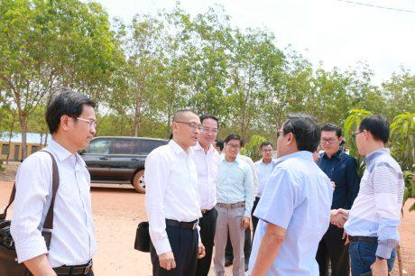 Đoàn công tác trao đổi về tình hình sản xuất kinh doanh của các công ty cao su