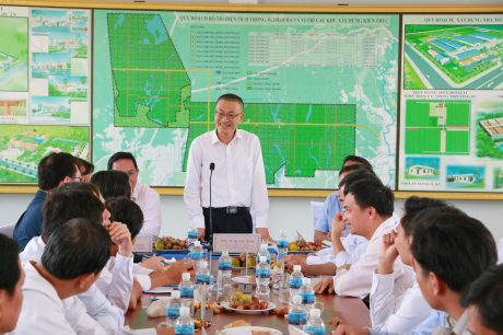 Đại sứ Vũ Quang Minh làm việc với các công ty cao su thuộc Cụm I