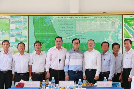 Đoàn công tác chụp hình lưu niệm ở Cao su Chư Sê Kampong Thom