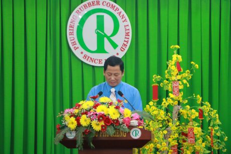 Ông Lưu Thế Doanh - Chủ tịch Công đoàn Cao su Phú Riềng phát biểu tại buổi lễ